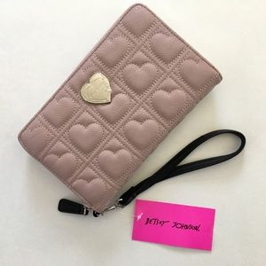 NWT Betsey Johnson Quilted Heart Wallet / Wristlet